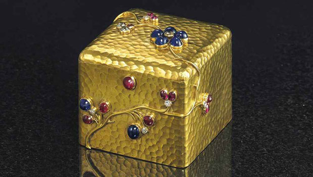 Russian Works of Art, Auction Sale at Christie's a jeweled gold box by faberge with the workmasters mark of august holm 11