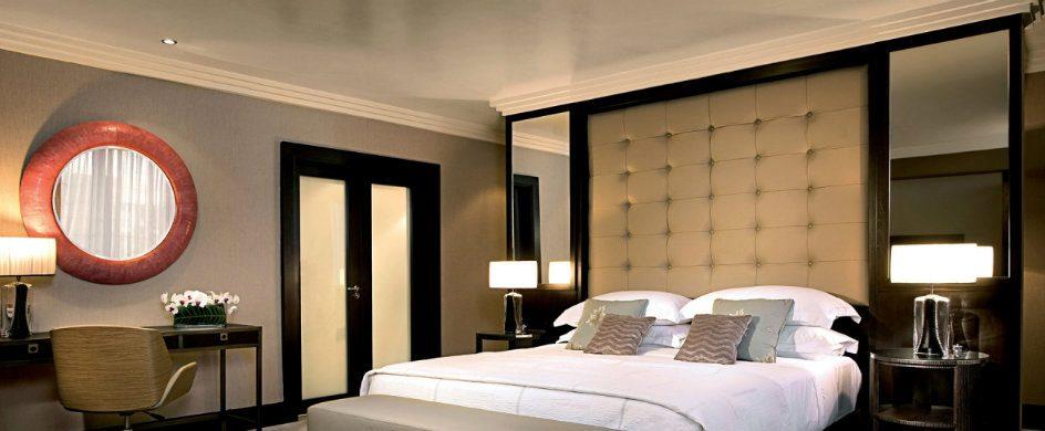 10 Fabolous Modern Interior Design Mirrors For Your Home modern interior design mirrors 10 Fabolous Modern Interior Design Mirrors For Your Home 12345 944x390